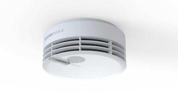 Der smarte Rauchwarnmelder Genius Plus X von Hekatron kann mit Smartphones kommunizieren und ist zudem funkvernetzbar. Bildnachweis: Hekatron