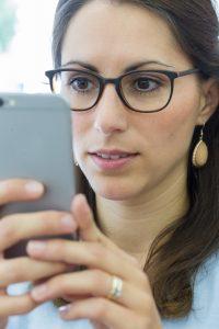 Ein Geschenk an die Augen: die Bildschirmbrille