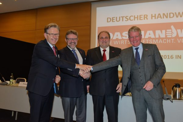 Foto: ZDH/Joachim Busch, v.r.: ZDH-Generalsekretär Holger Schwannecke, ZDH-Präsident Hans Peter Wollseifer, ZDH-Vizepräsident Thomas Zimmer, Gastgeber Präsident Hans Hund, HWK Münster