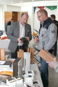 Neben den Fachvorträgen präsentieren Hersteller und Zulieferer bei der Fensterfachtagung Produktneuheiten und Dienstleistungen.  Bild: Tischler NRW