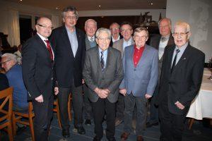 Auch in den nächsten zwei Jahren bleibt Karl-Heinz Alberti (4.v.r.) Vorsitzender des Seniorenkreis Handwerk Lünen. Unterstützt durch ein bewährtes Team. Foto: Michael Blandowski RN Lünen (-ski)