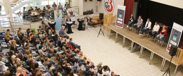 Tour durch Schulen in der Region: Ruhrgebietsunternehmen gehen in die Ausbildungsoffensive