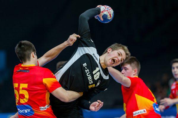 Handballer mit E-Zubis-Werbung siegen