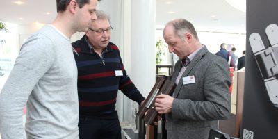 Zwischen den Vorträgen konnten sich die Teilnehmer an den Ständen der Aussteller informieren. Foto: Monika Dieckmann