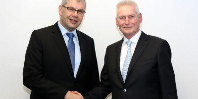 Der neue Präsident Karlgünter Eggersmann (l.) mit Ehrenpräsident Walter Derwald Foto: Baugewerbeverband Westfalen