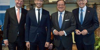 16.03.2018: Festakt anlässlich des hundertjährigen Bestehens des WHKT: Ministerpräsident Armin Laschet (2.v.r), Generalsekretär a. D. des Weltwirtschaftsforums Davos, Dr. Philipp Rösler (2.v.l.), WHKT-Präsident Hans Hund (r.) sowie WHKT-Hauptgeschäftsführer Reiner Nolten (l.)