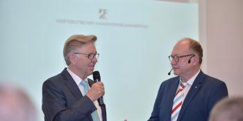 Präsentation der Studie zur wirtschaftlichen Bedeutung des ehrenamtlichen Engagements der Arbeitgeber im Handwerk in Nordrhein-Westfalen: WHKT-Präsident Hans Hund im Interview mit WDR-Moderator Ralf Raspe