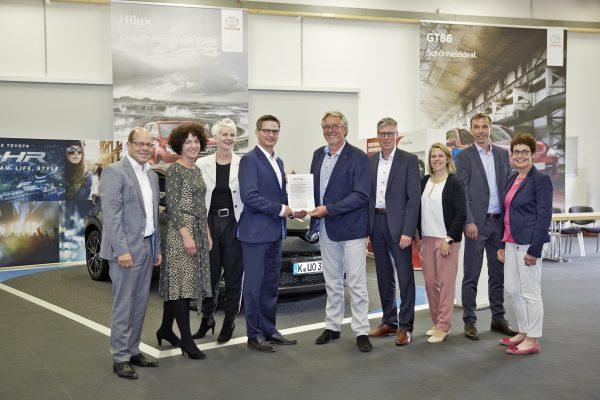 Drei Zertifikate hat Toyota von der Gütegemeinschaft Service erhalten. Foto: ProMotor