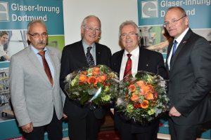 Verabschiedet wurde Johannes Plötzgen (2. v.l.), stellvertretender Lehrlingswart, durch den neuen Obermeister Achim Kluwe (l.), den scheidenden Obermeister Alfred Stadler (3. v.l.) und Geschäftsführer Ludgerus Niklas (r.). Foto: Glaser-Innung Dortmund und Lünen