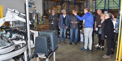 Viele interessierte Nachfragen seitens der Teilnehmer gab es bei der exklusiven Besichtigung der ATLAS Schuhfabrik in Dortmund-Wickede. (Foto: Kreishandwerkerschaft Dortmund und Lünen)