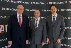 © HWK Dortmund – (v.l.) Berthold Schröder, Präsident der Handwerkskammer, Andreas Bartels, Geschäftsführer Ebbinghaus Automobile und Gabor Leisten, Leiter der HWK-Unternehmensberatung